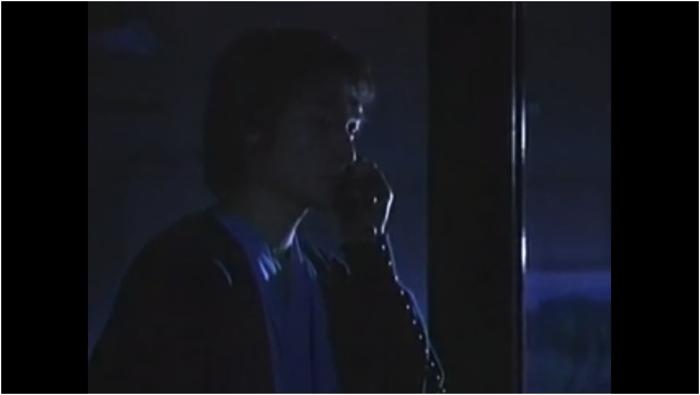 母親に電話する中村先生
