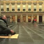 盲目の物乞いに起きた奇跡!100秒の動画で表現された言葉の力