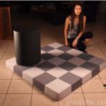 本当に同じ色なのか?「チェッカーシャドー錯視」を実際につくって錯覚を検証する動画