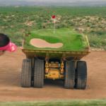 双子女子プロゴルファー・池内絵梨藻&池内真梨藻が挑む!ダンプトラックにつくられた難攻不落のコースでホールインワン