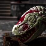 イタリアの彫刻家が「スイカ」彫刻で恐竜の頭をつくりあげる