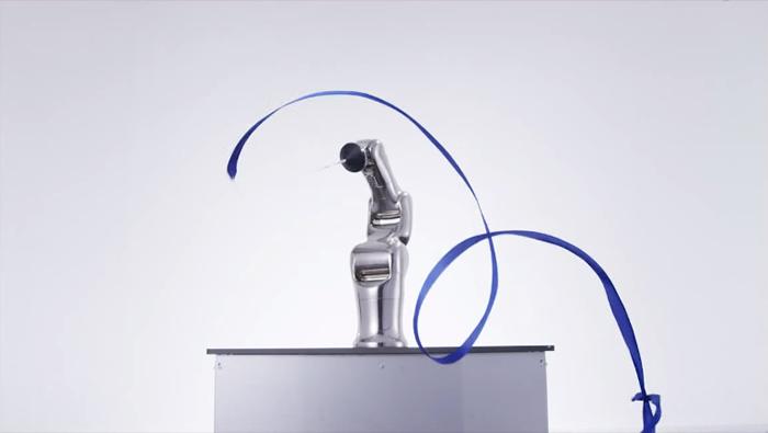 ロボットアームの新体操リボン