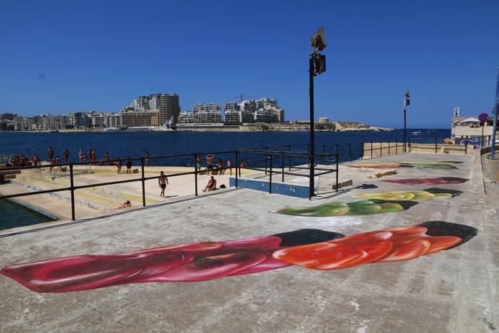マルタストリートアートフェスティバルの巨大なグミのクマ6