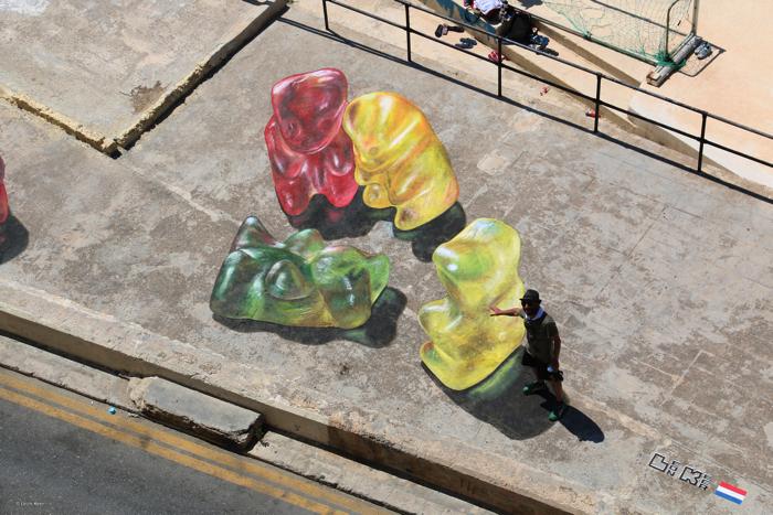 マルタストリートアートフェスティバルの巨大なグミのクマ7