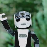 ロボットを持ち歩く時代が来る!?シャープがモバイル型ロボット電話「RoBoHoN」を開発