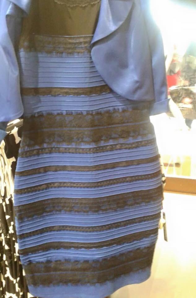 青と黒、白と金ドレス