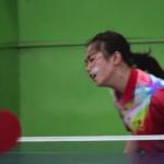 衝撃の卓球ラリー!激しい卓球のラリーを顔だけで打ち返す顔面卓球少女が笑える