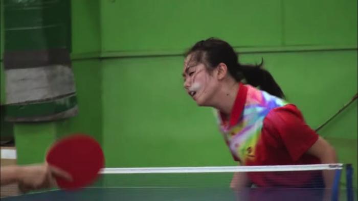 顔面卓球少女