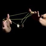 魅惑のヨーヨープレイ!回転するヨーヨーを中心に固定したユニークなヨーヨー動画