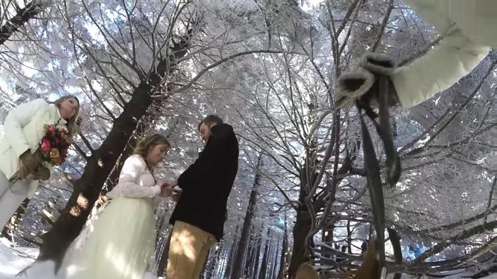 愛犬が撮影した雪山での結婚式3