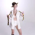 美女をモデルに男性用下着の歴史を紹介するちょっぴりセクシーな動画