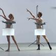 裸のダンサーとドローンの競演