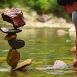 絶妙なバランスで石を積み上げる「ロックバランシングアート」に世界も注目