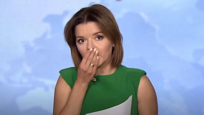 ウクライナの女性アナウンサー、生放送中に前歯抜ける